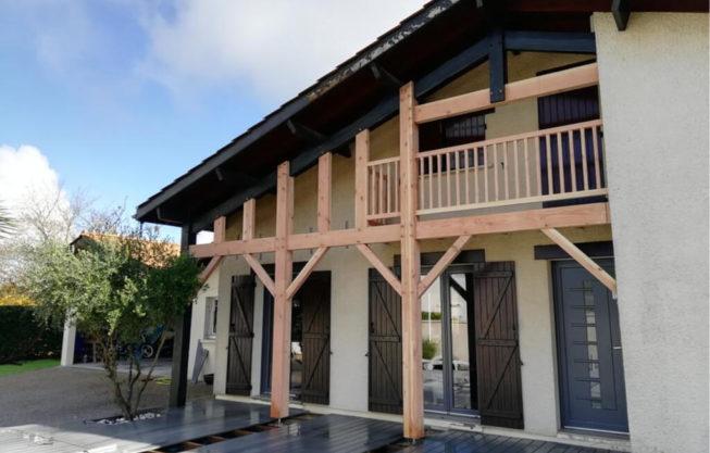 Réfection d'un auvent et d'un balcon à Pessac par Combles & Toitures